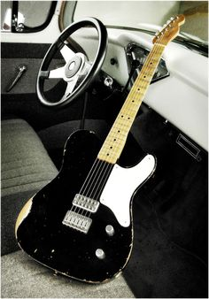 Black snakehead Cabronita, I want one Cigar Box Guitar, Music Guitar, Guitar Amp, Cool Guitar, Playing Guitar, Fender Stratocaster, Fender Guitars, Vintage Electric Guitars, Vintage Guitars