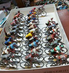Lot de cyclistes en alu jouets anciens Salza ou quiralu tour de France