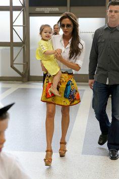 Victoria Beckham en Carven à l'aéroport de Los Angeles