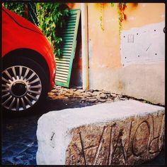 Hai mai guardato Roma con la testa in giu'? Seguici su Instagram @ersanpietrino