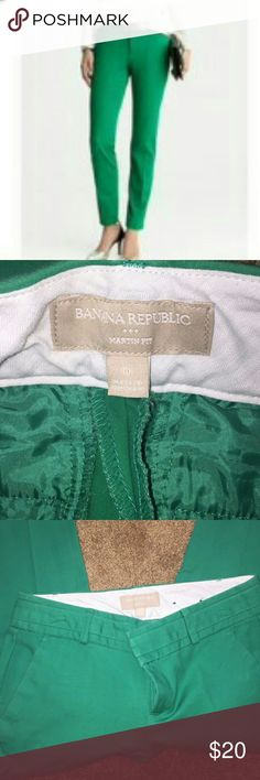 Banana Republic martin fit crop pants green size 0 Banana Republic green cropped ankle pants, size 0. Martin fit, great condition. Close up pictures show true color. 4th pic is pulled directly from Banana Republic's site. Reposhing- Very cute, but too long for me, I need petite length. True to size. Price firm unless bundled with additional items. Banana Republic Pants Ankle & Cropped