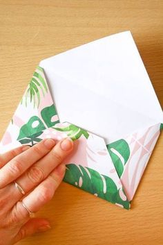 Pretty patterned envelopes made from wrapping paper. How to make an Envelope out… Pretty patterned envelopes made from wrapping paper. How to make an Envelope out of Wrapping Paper Homemade Envelopes, Fancy Envelopes, Paper Envelopes, Wrapping Paper Crafts, Diy Paper, Wrapping Papers, Paper Cards, Paper Gifts, How To Make An Envelope