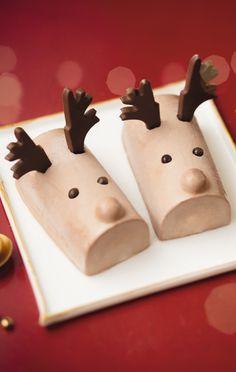 #MaTableAuSommet Voici deux rennes en crème glacée au chocolat au lait et à la vanille. Servis en duo, ils feront le dessert idéal des petits gourmands à Noël. #Noël #MiniBûche #Mignon #Dessert #Enfant