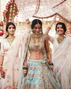 Some of the best and most quirky bride entry ideas for their wedding, so that they can rock n roll in the best possible way, amazing bridal entry ideas Indian Bridal Outfits, Indian Bridal Fashion, Indian Fashion Dresses, Indian Designer Outfits, Indian Gowns, Bride Entry, Desi Wedding Dresses, Wedding Sari, Punjabi Wedding