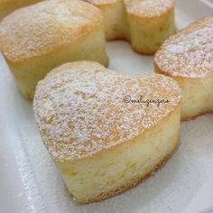 MelaZenzero: Tortine al limone con soli albumi e senza lattosio: facilissime e leggere Sweet Light, Sweet Recipes, Cake Recipes, Torte Cake, Italian Desserts, Something Sweet, Flan, Cake Cookies, Muffins