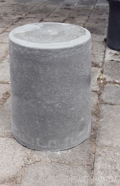 DIY Creative Stools – Decorating Your Small Space Table Beton, Cement Table, Concrete Stool, Concrete Furniture, Diy Outdoor Furniture, Diy Furniture, Concrete Planters, Outdoor Stools, Diy Outdoor Kitchen
