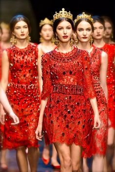 Dolce and Gabbana fall 2013, crowns - love the Byzantine inspired looks of this show