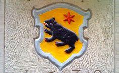 Was bedeutet der rote Stern im Wappen der von Moos und Immoos?   What is meant…