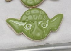 Sugarbelle -Making Yoda Cookies 6 Star Wars Cookies, Star Wars Cake, Star Wars Party, Flood Icing, Egg Yellow, Brush Embroidery, Royal Icing Cookies, Sugar Cookies, Have A Great Monday