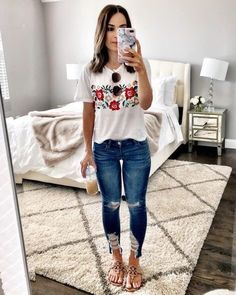 Flat Lays Come to Life Embroidered tee, jeans, & Tory Burch sandals Lässigen Jeans, Outfit Jeans, Floral Jeans Outfit, Denim Pants, Ripped Jeans, Skinny Jeans, Mode Outfits, Fashion Outfits, Fashion Clothes
