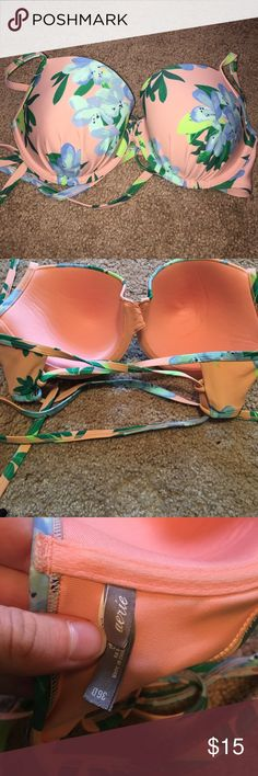"""Aerie bikini top Floral print with a criss cross back. It also ties behind the neck. Lined with wire and very lightly padded. Aerie style """"Blakely"""". Only worn a few times aerie Swim Bikinis"""