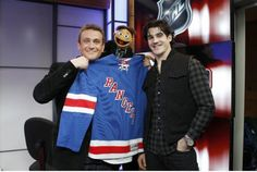 Jason Segal, Walter, and Brian Boyle on NHL Live / muppets AND hockey?!