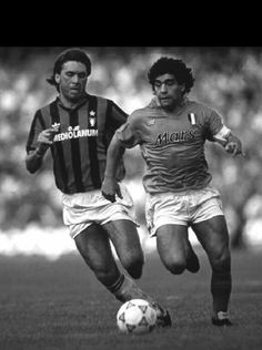 Ancelotti corriendo desde atrás a Maradona Diego Armando, Best Football Players, Vintage Italian, Real Madrid, 1984, Goals, Memories, Fitness, Men's Football