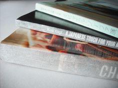 本棚のごちゃつき気にならないほんのり透けるブックカバーならかしこくスッキリ