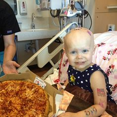 Internet surprises little girl in hospital with pizza party