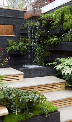 Using different levels in a small garden is a great way to make the space feel bigger. Here you step up to a water feature and then turn and step down to a sunken seating area seating Top Garden Design Ideas from the Young Gardeners Small Courtyard Gardens, Small Courtyards, Vertical Gardens, Small Gardens, Small Garden Terrace Ideas, Small Garden With Fountain, Seating Area In Garden, Very Small Garden Ideas, Small Garden Inspiration