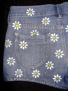 Mouse over image to zoom  Have one to sell? Sell it yourself Details about  Womens Gap Jean Shorts Size 2 Up Cycled DIY Hand Painted Daisy Flower Print NICE...