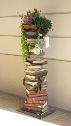 Crafts Using Old Books Diy Projects & Crafts Using Old Books - Modern Design Diy Old Books, Old Book Crafts, Book Page Crafts, Recycled Books, Diy With Books, Craft Books, Book Furniture, Cheap Furniture, Garden Furniture