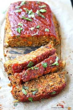 Vegan Lentil Loaf // Lentil loafs are a classic plant-based choice when it comes to festive main dishes. It's filled with fiber-rich, hearty lentils that are not only delish, but will also fill you up. | The Green Loot ... #vegan #veganrecipes #veganchristmas #veganchristmasdinner #christmasrecipes