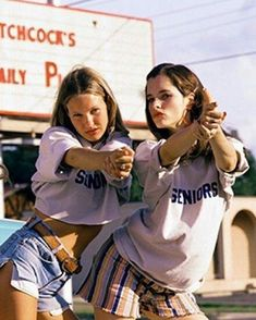 Photo: Dazed and Confused 90s Fashion, Trendy Fashion, Fashion Art, Vintage Fashion, Vogue Fashion, Retro Fashion, Hipster Grunge, Five Jeans, Style Tumblr