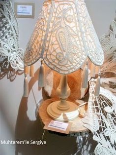 2017 İsmek Feshane sergisi resimlerine, Dantel Anglez resimlerinin 4. ve son bölümü ile devam ediyorum. Bundan sonra ki sergi resimlerimi... Filet Crochet, Irish Crochet, Crochet Lace, Romanian Lace, Point Lace, Gold Work, Needle Lace, Knitted Bags, Doilies
