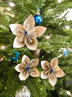 DIY Vintage Dictionary Flowers - Use an old dictionary (or any book for that matter) to create pretty flowers for your #Christmas tree. #tutorial