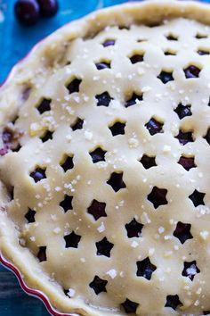 Vanilla Bourbon Cherry-Blueberry Pie An ultra delicious fruit pie with a kick Köstliche Desserts, Delicious Desserts, Dessert Recipes, Yummy Food, Plated Desserts, Summer Desserts, Strawberry Desserts, Tapas, Pie Crust Designs