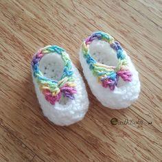 Quick newborn booties free crochet pattern www.earthbabycrochet.com