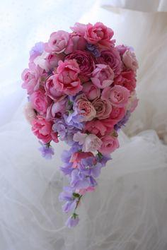 今日、フォーシーズンズホテル椿山荘様へお届けしたブーケです。バラが大好きな花嫁様に、この日のために特に仕入れたシャラパールという大輪のピンクのバラは山口の...