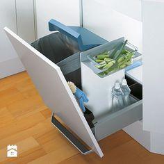 Innowacyjne rozwiązanie pojemnika na odpadki, który może być używany na kilka sposobów. Wyposażony w duży pojemnik, żaroodporny, szklany pojemnik, uchwyt na przybory kuchenne, torbę na makulaturę oraz ... Samba, Cabinet, Storage, Furniture, Zero Waste, Kitchen Ideas, Home Decor, Clothes Stand, Purse Storage