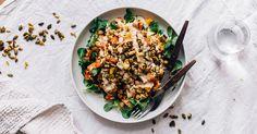 Tämä marokkolainen kikhernesalaatti syntyy riisistä, bataatista, kikherneistä ja appelsiinista ja sen kruunaa kurkumapaahdetut siemenet sekä tahinikastike!