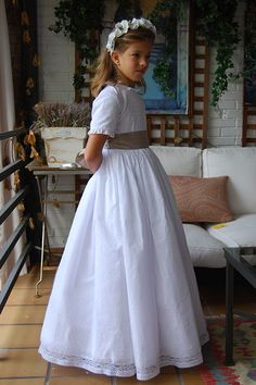 Navascués – Vestidos Novia Navascués – Comunión Girls First Communion Dresses, Holy Communion Dresses, Première Communion, Girls Dresses, Flower Girl Dresses, Baby Gown, Little Girl Outfits, Schneider, Girl Doll Clothes