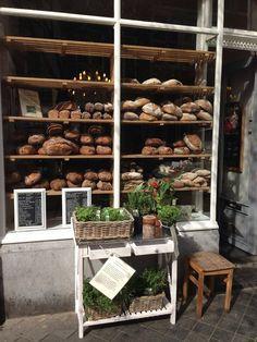 Le Salonard - French traiteur: cheeses, sourdough breads, local wines and delicious pastries, een #ambachtelijke #zuurdesem-bakkerij met 2 winkels in #Maastricht