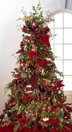 Beautiful Decorated Christmas Tree http://picturingimages.com/beautiful-decorated-christmas-tree-4/