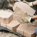 Instructions - How to build a retaining wall with landscape blocks - from Home Depot Garden Club - Gardening Now Retaining Wall Fence, Building A Retaining Wall, Building A Fence, Gabion Wall, Landscaping Blocks, Landscaping Retaining Walls, Front Yard Landscaping, Landscaping Ideas, Landscaping Supplies