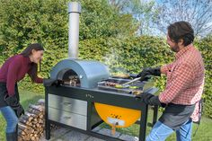 Italian pizza-oven company Alfa 1977 produced the Toto outdoor grill oven. It's a grill! It's a pizza oven! Grill Oven, Bbq Grill, Barbecue Four A Pizza, Italian Pizza Oven, Destin Commons, Commercial Pizza Oven, Grilled Pizza, Pizza Bake, Wood Fired Pizza