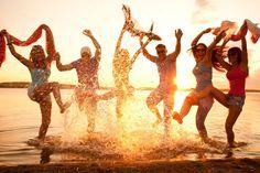 Ga naar een strandfeest bij volle maan. Dansen met je blote voeten in het zand en de heerlijkste nummers uit de speakers, klinkt dat niet als muziek in je oren? Waarom wachten tot later? Leef nu je bucketlist!