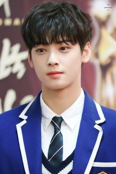 The face look not real Cute Korean Boys, Cute Boys, Korean Celebrities, Korean Actors, Park Jin Woo, Cha Eunwoo Astro, Astro Wallpaper, Lee Dong Min, Park Bo Gum