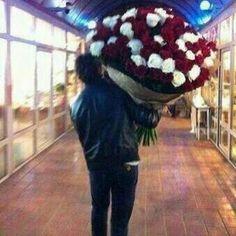 Ian Somerhalder gave roses to Nina on Valentine's Day! ♥