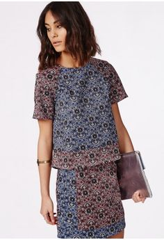 Switch up your top collection for this contrast paisley piece. In a navy and red contrast paisley print, this shell top brings a contemporary take on folk patterns and will bring a bold look to your wardrobe. Style with its matching A-line ...