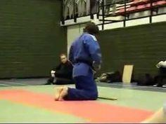 "Lourens van Zanen (white gi) and Thijs Wieldraaijer (blue) demonstrate the ""Teilo-kata"" at a martial arts convention at the USC Amsterdam. Jiu Jitsu University, Israeli Krav Maga, Ju Jitsu, Aikido, Judo, Martial Arts, Amsterdam, Weapons, Manual"
