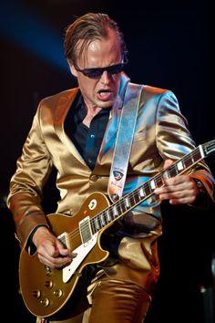 Joe Bonamassa with the best gold pimp suit he could find haha Joe Bonamassa, Music Guitar, My Music, Rock And Roll, Smokin Joes, My Ex Girlfriend, Best Guitar Players, Best Guitarist, Blues Artists