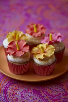 #CakeDecorating #Tropical Flowers #Cupcakes #Issue36