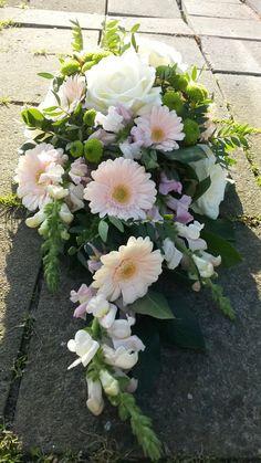 Fall Flower Arrangements, Christmas Arrangements, Funeral Flowers, Fall Flowers, Ikebana, Cemetery, Memorial Day, Wedding Decorations, Floral Wreath