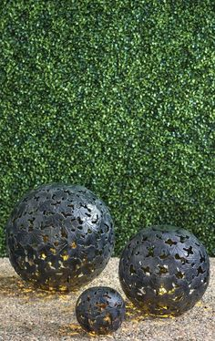 Featuring an integrated solar-powered LED light, our Leaf Sphere Solar Light adds a touch of nature-inspired illumination to your garden or patio decor.