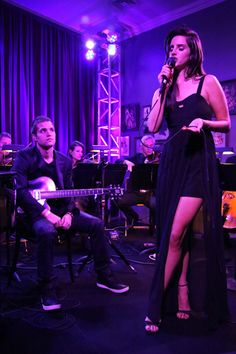 Lana Del Rey performing for H