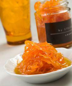 300 γρ. καρότο, πλυμένο και καθαρισμένο 300 γρ. ζάχαρη ξύσμα από 1 λεμόνι