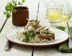 Steinpilzrisotto mit Petersilie zu gefüllten Involtinispießen mit Spinat und Speck Rezept