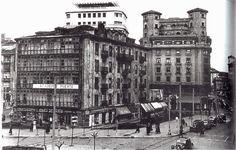 Este edificio se derribo sobre le año 1965 para agrandar la plaza del ayuntamiento de Santander