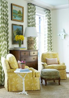 Having small living room can be one of all your problem about decoration home. To solve that, you will create the illusion of a larger space and painting your small living room with bright colors c… Dresser In Living Room, Home Living Room, Living Room Designs, Living Room Decor, Formal Living Rooms, Living Spaces, Transitional Living Rooms, Home And Deco, Interior Exterior